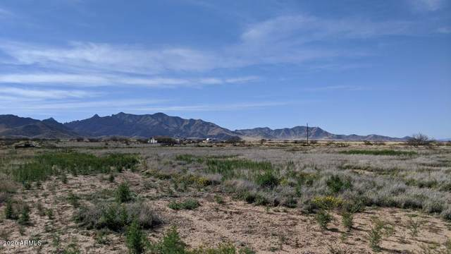 .83 Acre On Central & Highland Road, Pearce, AZ 85625 (MLS #6076056) :: Lifestyle Partners Team