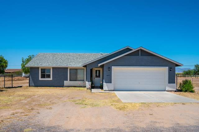 6674 E Pony Track Lane, San Tan Valley, AZ 85140 (MLS #6092100) :: The Laughton Team
