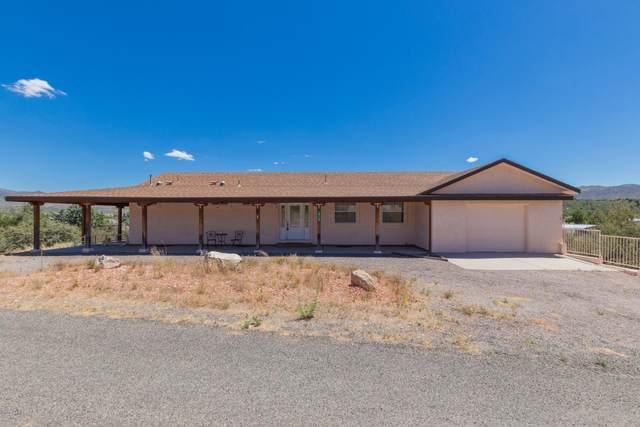 18506 S Country Club Drive, Peeples Valley, AZ 86332 (MLS #6102423) :: Homehelper Consultants