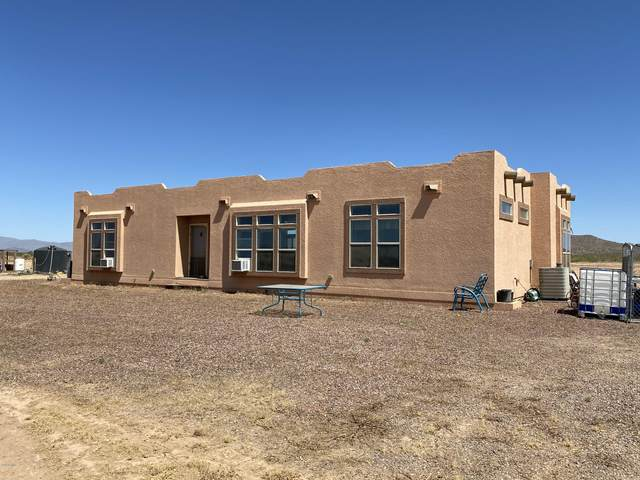 46109 W J-1 Ranch Road, Wickenburg, AZ 85390 (MLS #6105324) :: Brett Tanner Home Selling Team