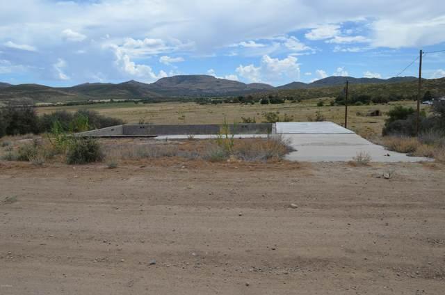 16147 W Apache Way, Peeples Valley, AZ 86332 (MLS #6117618) :: Walters Realty Group