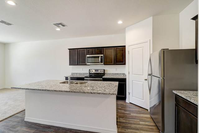 5923 E Helios Drive, Florence, AZ 85132 (MLS #6137675) :: Yost Realty Group at RE/MAX Casa Grande