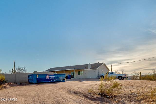2443 E 2ND Avenue, Apache Junction, AZ 85119 (MLS #6181457) :: Yost Realty Group at RE/MAX Casa Grande