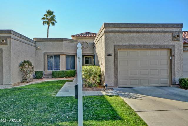 9825 W Kerry Lane, Peoria, AZ 85382 (MLS #6182453) :: The Riddle Group