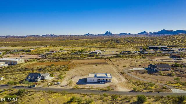 3955 Black Mountain Road, Wickenburg, AZ 85390 (MLS #6182526) :: Howe Realty