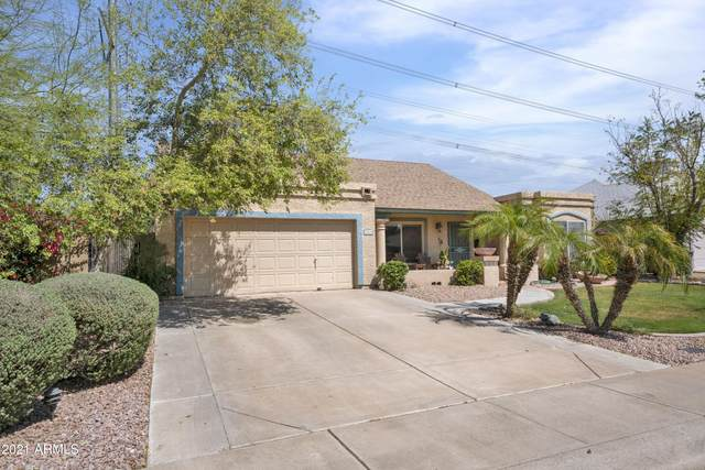 1562 E Divot Drive, Tempe, AZ 85283 (MLS #6215475) :: Klaus Team Real Estate Solutions