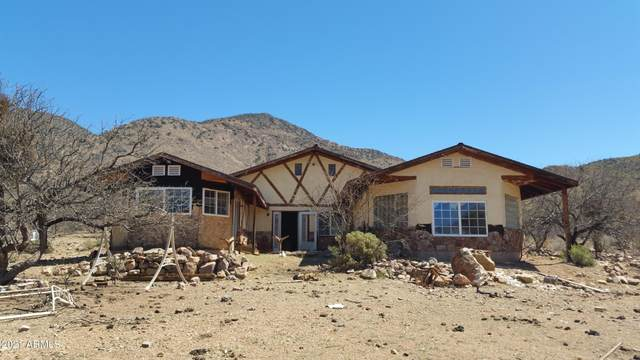 607 N Lupine Place, Bisbee, AZ 85603 (MLS #6218511) :: Yost Realty Group at RE/MAX Casa Grande