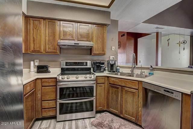 9221 N 59TH Avenue #217, Glendale, AZ 85302 (MLS #6221987) :: Yost Realty Group at RE/MAX Casa Grande