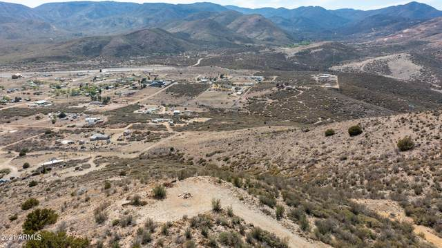 2.64 Acres N Wolfpack Trail, Mayer, AZ 86333 (MLS #6226788) :: Yost Realty Group at RE/MAX Casa Grande
