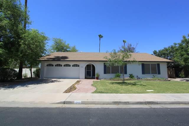 1352 W Los Lagos Vista, Mesa, AZ 85202 (MLS #6235678) :: Yost Realty Group at RE/MAX Casa Grande