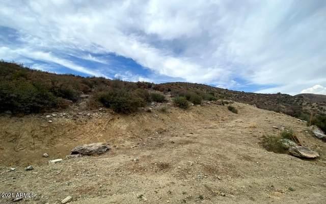 3 Hawk Mountain Trail, Mayer, AZ 86333 (MLS #6257927) :: Yost Realty Group at RE/MAX Casa Grande