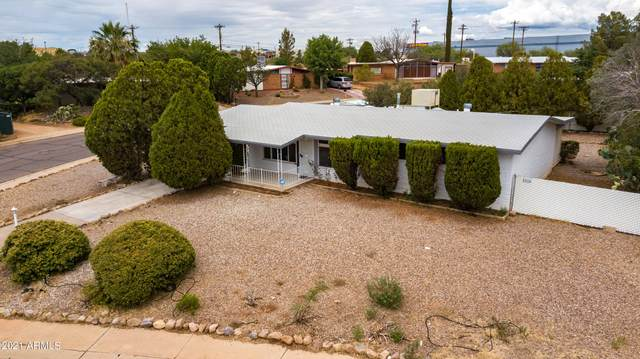 301 Tree Top Avenue, Sierra Vista, AZ 85635 (MLS #6259637) :: Yost Realty Group at RE/MAX Casa Grande