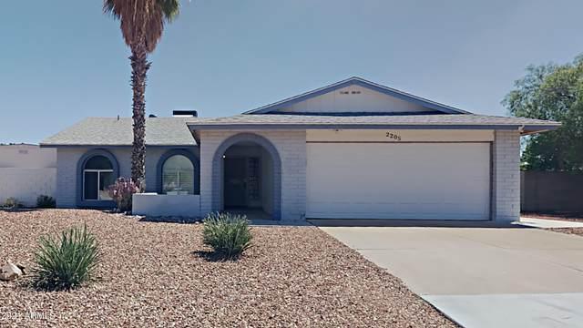 2205 W El Prado Road, Chandler, AZ 85224 (MLS #6271536) :: Yost Realty Group at RE/MAX Casa Grande