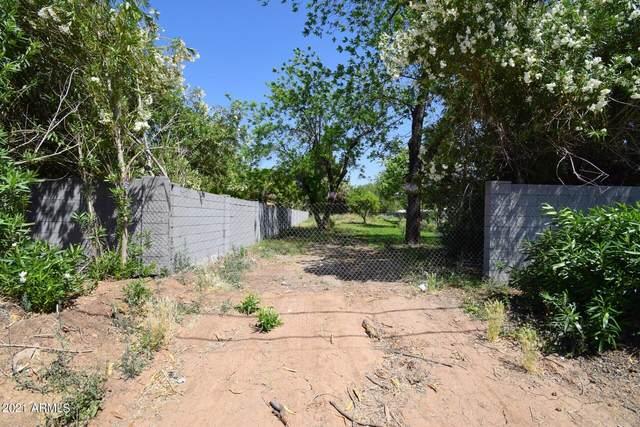8233 N 59TH Avenue, Glendale, AZ 85302 (MLS #6290381) :: Jonny West Real Estate