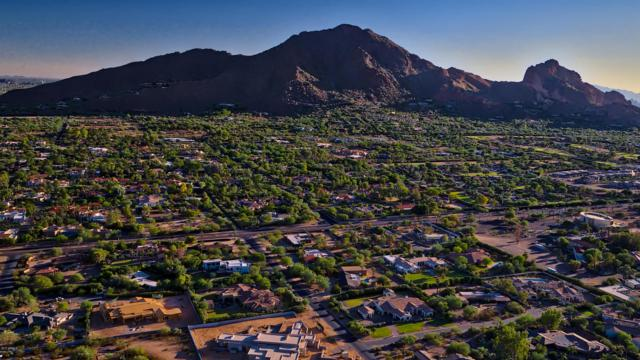 5850 E Glen Drive, Paradise Valley, AZ 85253 (MLS #5688433) :: Sibbach Team - Realty One Group