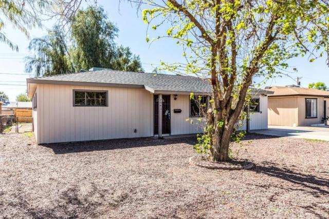 2941 W Griswold Road, Phoenix, AZ 85051 (MLS #5712360) :: Sibbach Team - Realty One Group
