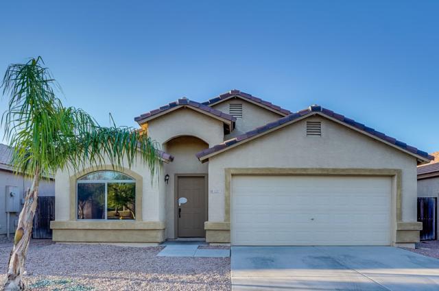 1227 E Elm Road, San Tan Valley, AZ 85140 (MLS #5828255) :: The W Group