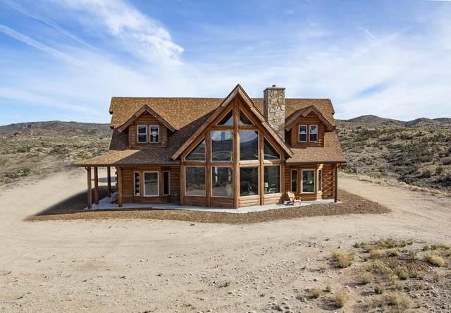 8329 S Kirkland Peak Road, Kirkland, AZ 86332 (MLS #6038445) :: Conway Real Estate