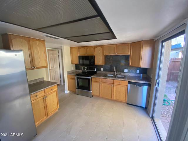 2436 W Caribbean Lane #9, Phoenix, AZ 85023 (MLS #6197193) :: Yost Realty Group at RE/MAX Casa Grande