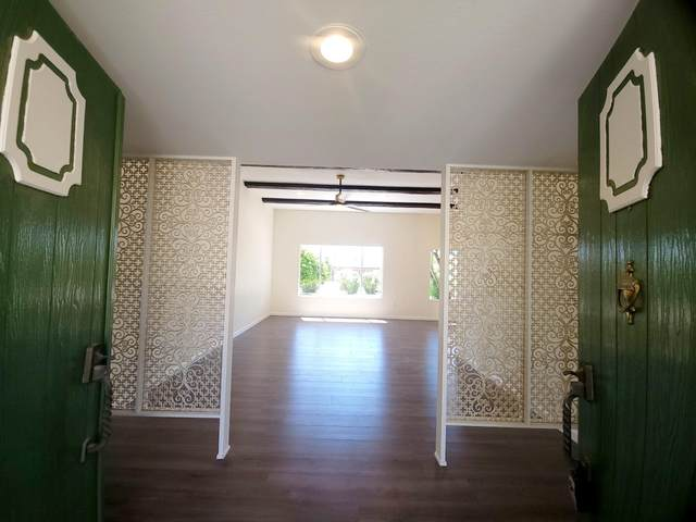 10313 W Brookside Drive, Sun City, AZ 85351 (MLS #6223518) :: Yost Realty Group at RE/MAX Casa Grande