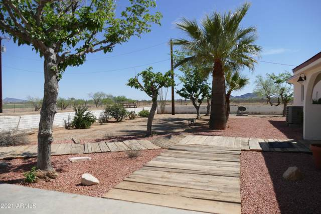 50027 N Eagle Street, Aguila, AZ 85320 (MLS #6232539) :: The Ethridge Team