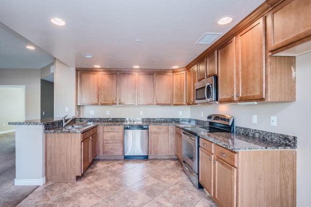 21320 N 56TH Street #1203, Phoenix, AZ 85054 (MLS #5748552) :: The Everest Team at My Home Group