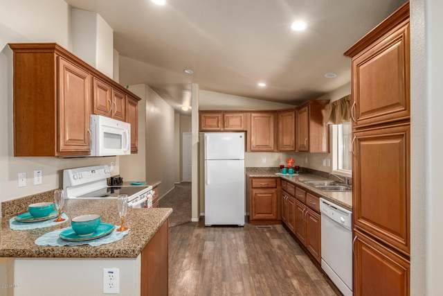 6960 W Peoria Avenue #68, Peoria, AZ 85345 (MLS #6144470) :: Maison DeBlanc Real Estate