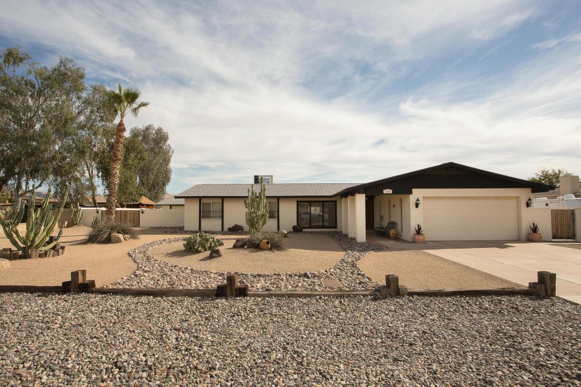 7137 W Angela Drive, Glendale, AZ 85308 (MLS #5560460) :: Sibbach Team - Realty One Group