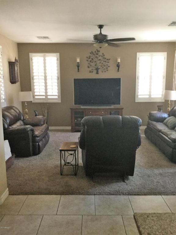 1046 S Annie Lane, Gilbert, AZ 85296 (MLS #5623774) :: Kelly Cook Real Estate Group