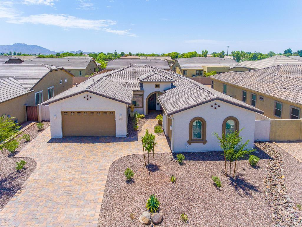 1121 E Clovefield Street, Gilbert, AZ 85298 (MLS #5632756) :: Revelation Real Estate