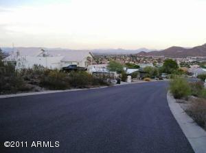 1701 E Calle Santa Cruz Road, Phoenix, AZ 85022 (MLS #5662720) :: The Garcia Group @ My Home Group