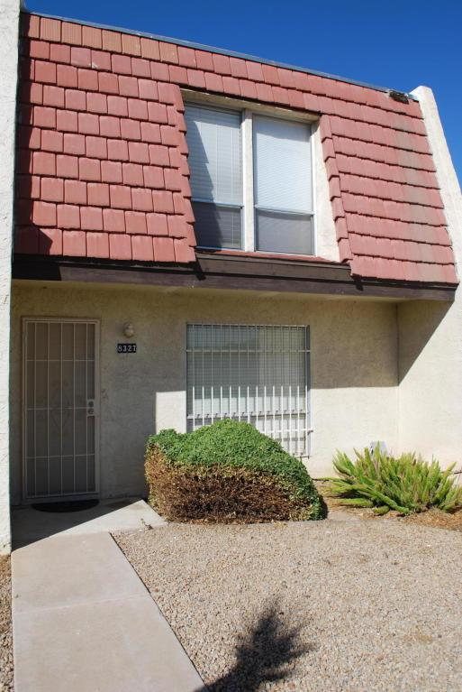 8327 N 59TH Drive, Glendale, AZ 85302 (MLS #5677821) :: The Laughton Team