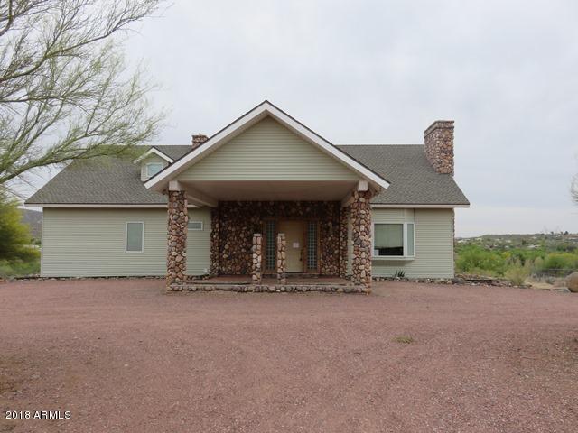 19491 E Indian Hills Drive, Black Canyon City, AZ 85324 (MLS #5770194) :: Yost Realty Group at RE/MAX Casa Grande