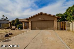 8220 N 49TH Avenue, Glendale, AZ 85302 (MLS #5794961) :: Sibbach Team - Realty One Group