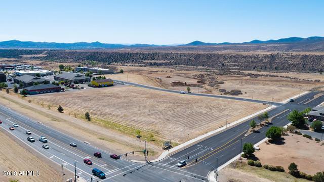 8400 E Eastridge Drive, Prescott Valley, AZ 86314 (MLS #5817393) :: The Wehner Group