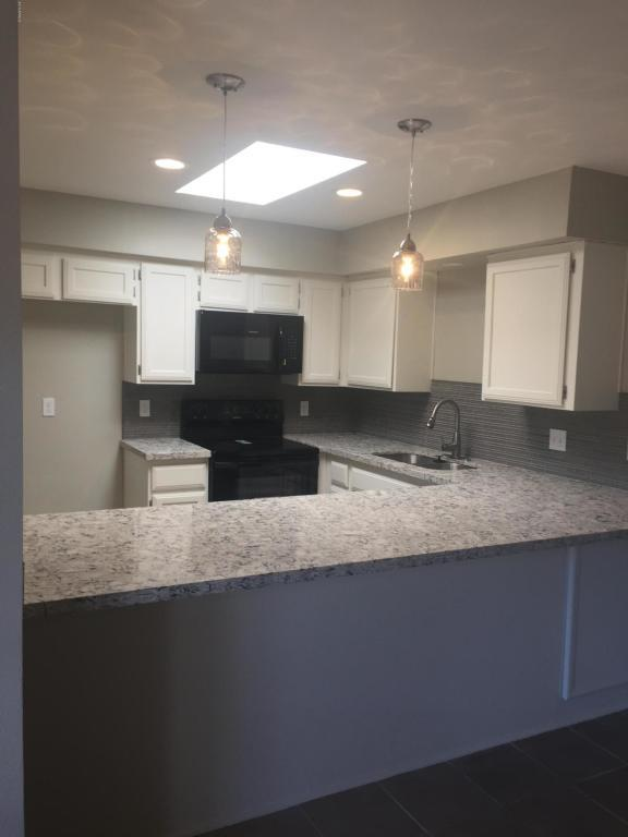 5836 W Winchcomb Drive, Glendale, AZ 85306 (MLS #5829145) :: The Garcia Group @ My Home Group