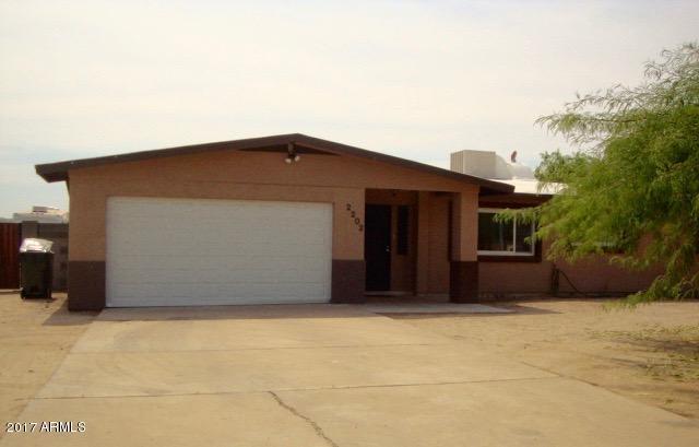 2202 N 201st Avenue, Buckeye, AZ 85396 (MLS #5879506) :: The W Group