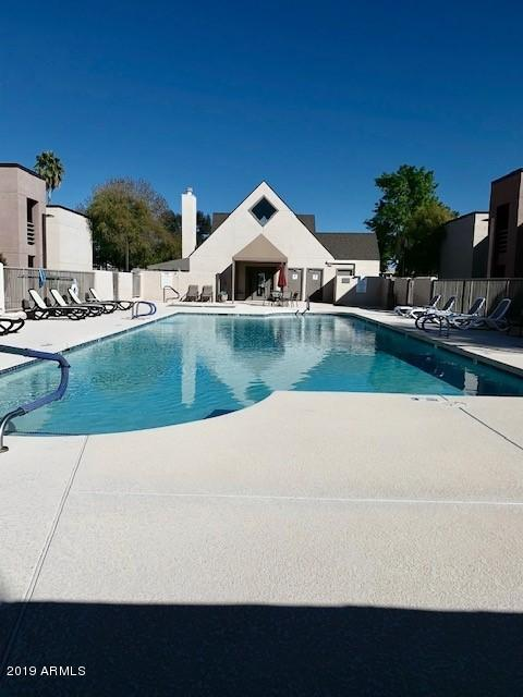 1340 N Recker Road #205, Mesa, AZ 85205 (MLS #5887324) :: Homehelper Consultants