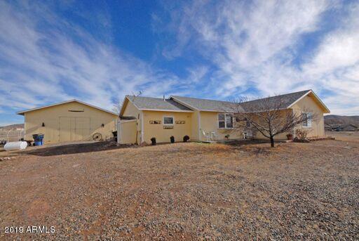 9550 E Far Away Place, Prescott Valley, AZ 86315 (MLS #5889056) :: The Wehner Group