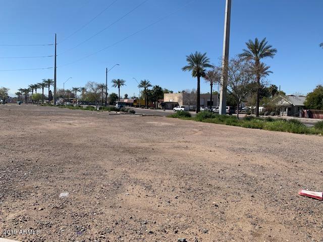 6801 N 59th Avenue, Glendale, AZ 85301 (MLS #5908072) :: Yost Realty Group at RE/MAX Casa Grande