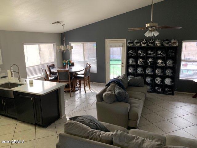 53 W Jasper Drive, Gilbert, AZ 85233 (MLS #5909247) :: Brett Tanner Home Selling Team