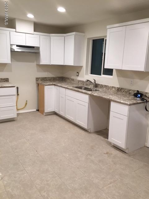 1833 E Chipman Road, Phoenix, AZ 85040 (MLS #5928288) :: CC & Co. Real Estate Team