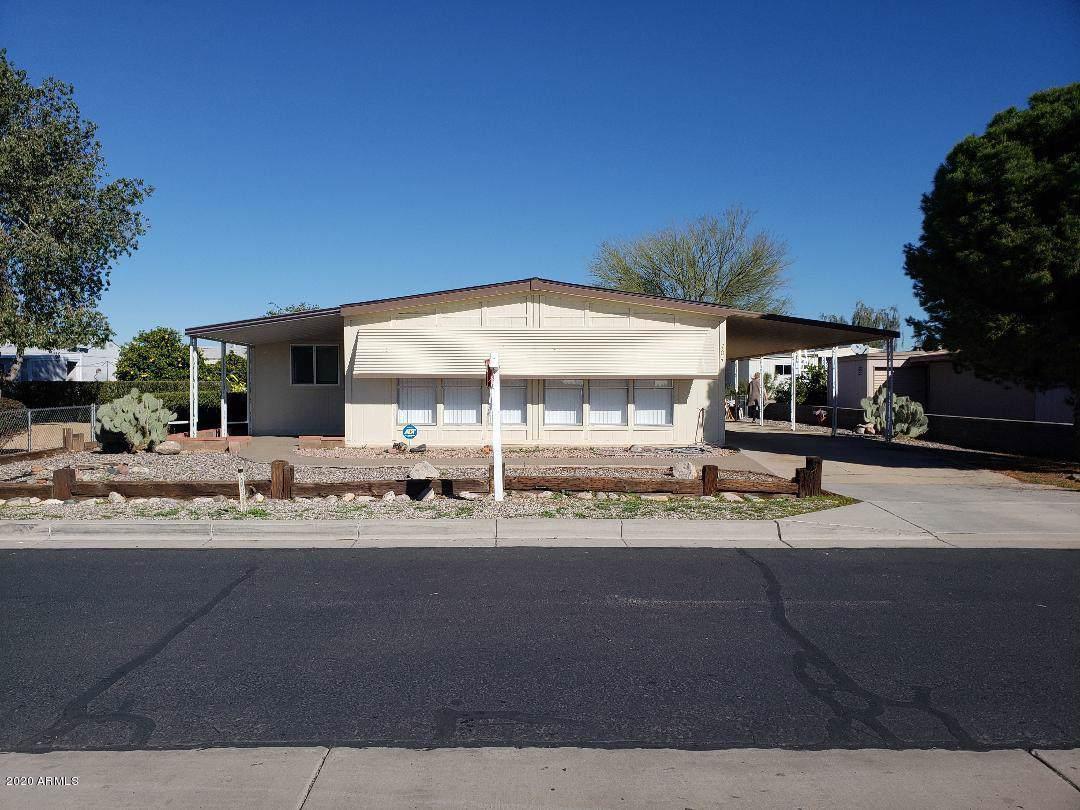 704 Cochise Boulevard - Photo 1