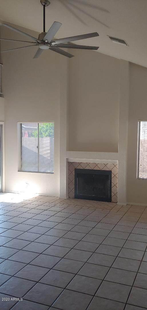 6350 W Lawrence Lane, Glendale, AZ 85302 (MLS #6061390) :: Howe Realty