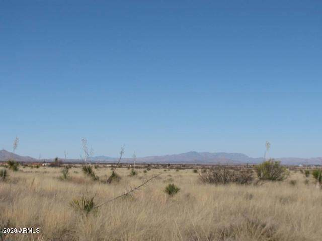 2.14 Acre(2Lots) On Upton Road, Pearce, AZ 85625 (MLS #6075954) :: Kepple Real Estate Group