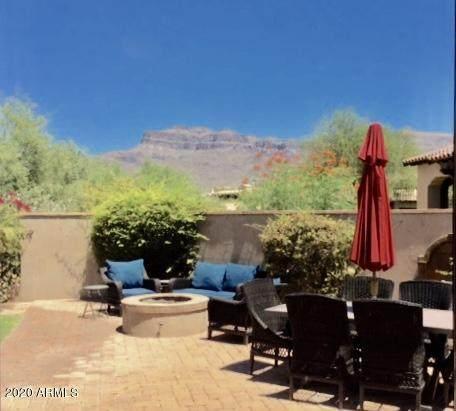 8286 E Club Village Drive, Gold Canyon, AZ 85118 (MLS #6114321) :: Brett Tanner Home Selling Team