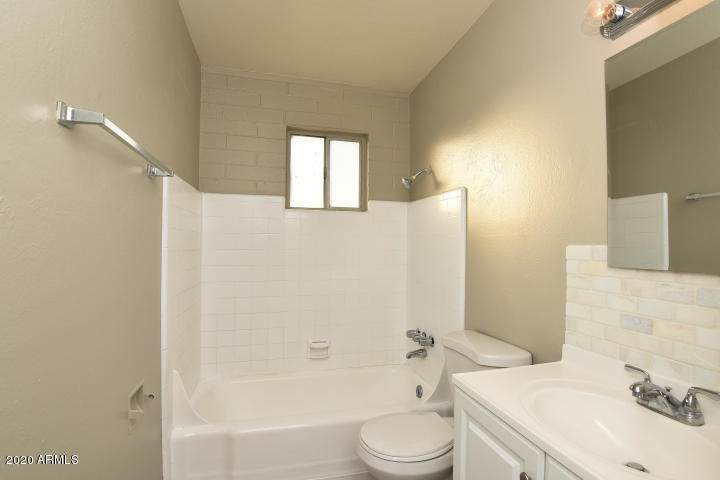2503 Clarendon Avenue - Photo 1