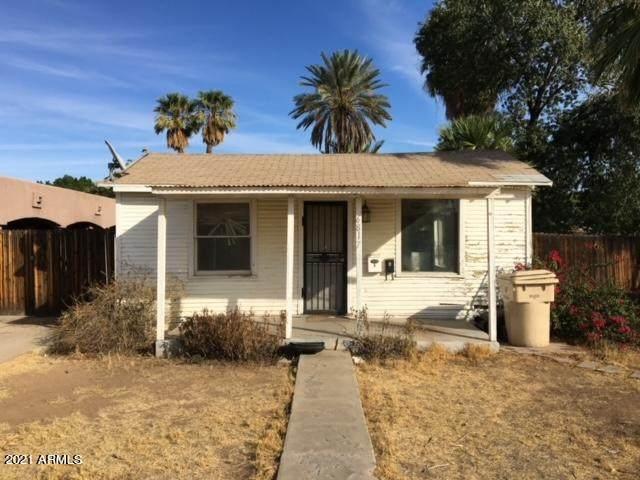 6817 N 60TH Avenue, Glendale, AZ 85301 (MLS #6184814) :: neXGen Real Estate