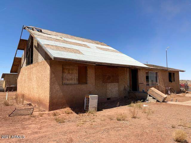 1056 Montclair Drive, Winslow, AZ 86047 (MLS #6220392) :: Yost Realty Group at RE/MAX Casa Grande