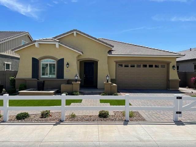 15289 W Linden Street, Goodyear, AZ 85338 (MLS #6221877) :: Sheli Stoddart Team | M.A.Z. Realty Professionals